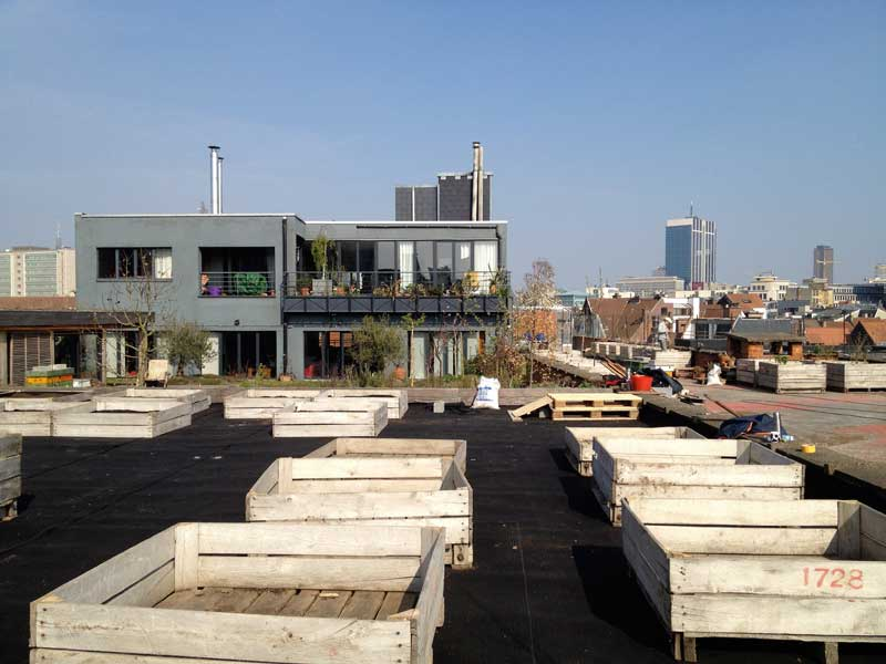 containers, rooftop parking Lepage